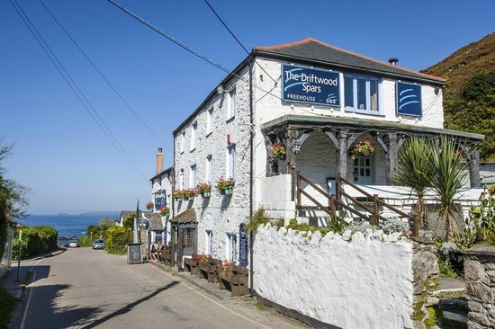 The Driftwood Spars B & B: The pub