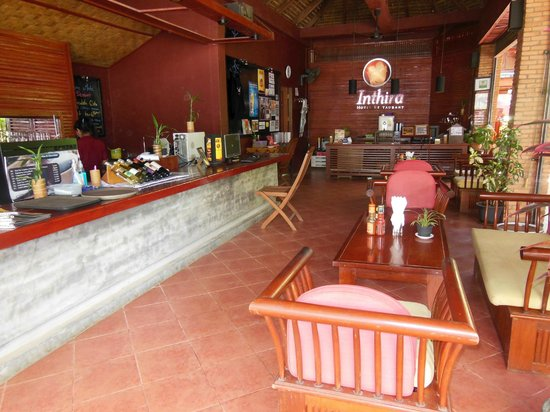 Inthira Vang Vieng : The restaurant and reception