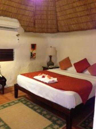 Galley Bay Resort : Cottage bedroom