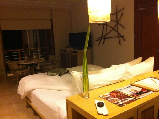 Misibis Bay Resort:                   bad room due to noise