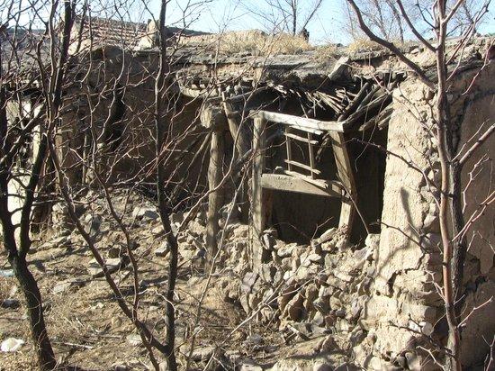 Jimingyi Post House :                                     once beautiful house, too late