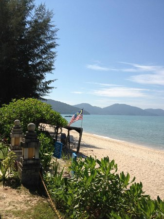 PARKROYAL Penang Resort, Malaysia:                   ビーチはすぐ目の前
