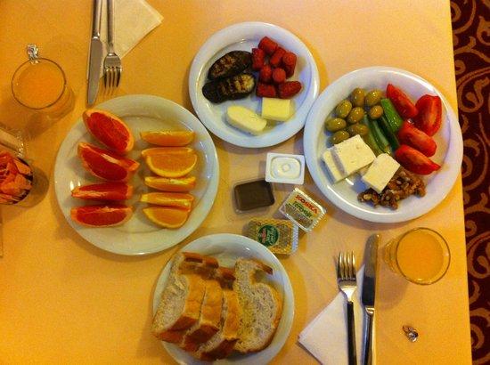 Tria Elegance Istanbul:                   Breakfast Bufet