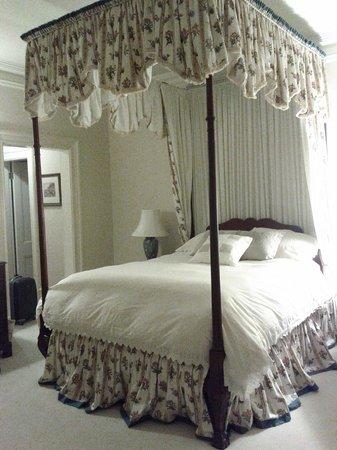 Tattingstone Inn: Comfortable bed
