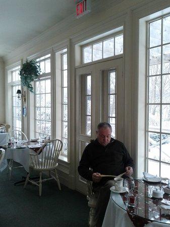 Tattingstone Inn: Beautiful breakfast room