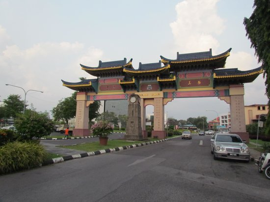 Marco Polo's Travellers:                   Kuching gate