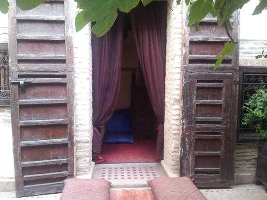 Dar Abiad:                   Riad 2 Courtyard room