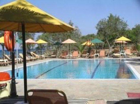 Arazzo Apartments & Studios: Caretta pool bar  by the Ionion beach