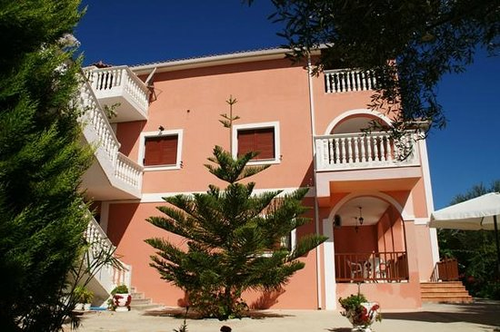 Arazzo Apartments & Studios: Located 150m. away from the Ionion beach