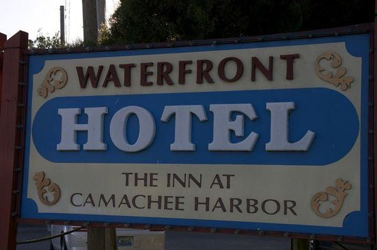 Inn at Camachee Harbor: Welcome sign