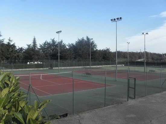 Corallo Eco Wellness Hotel:                                     Campi da tennis