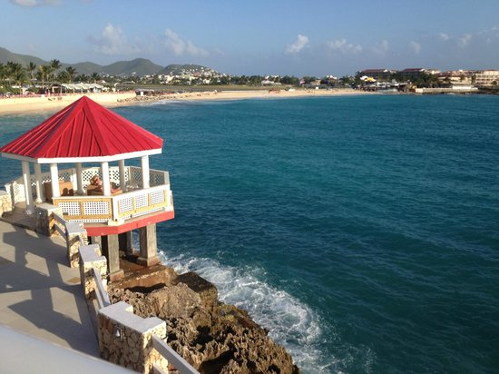 Sonesta Maho Beach Resort & Casino: Gazebo overlooking ocean