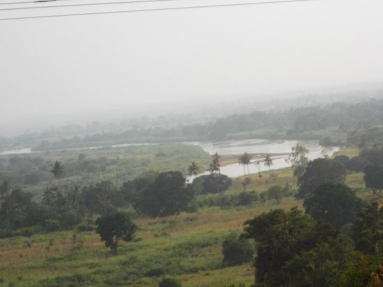 Safari Kenya Watamu - Day Tours:                                     paesaggio del fiume tsavo