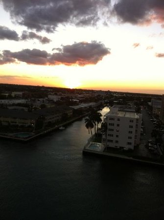 Residence Inn Fort Lauderdale Intracoastal/Il Lugano:                   view from our room