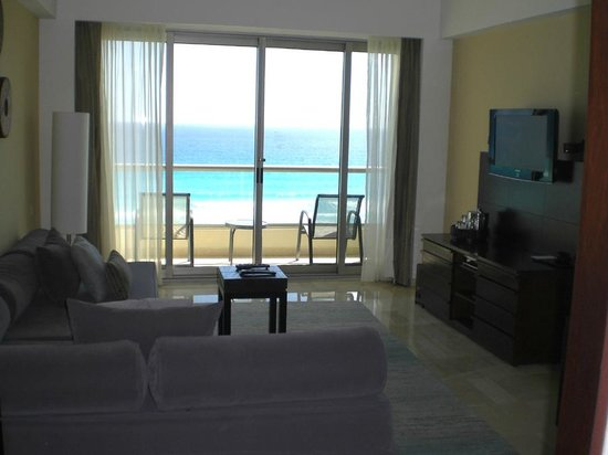 Live Aqua Beach Resort Cancun: Tierra Suite Lv Rm