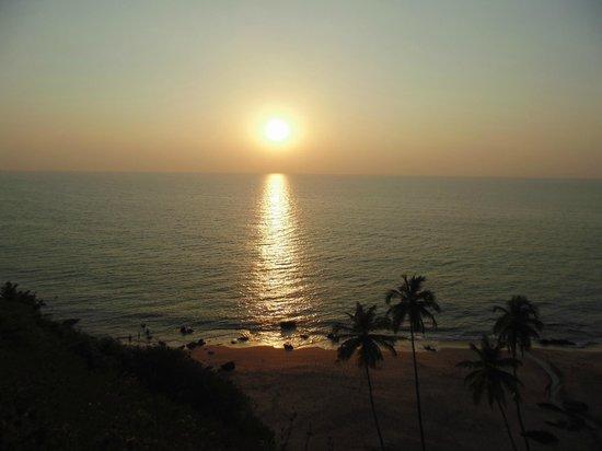 Dwarka Eco Beach Resort:                   sunset from cliff