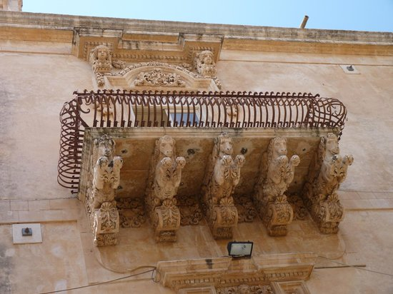 Late Baroque Towns of the Val di Noto: esempi di barocco