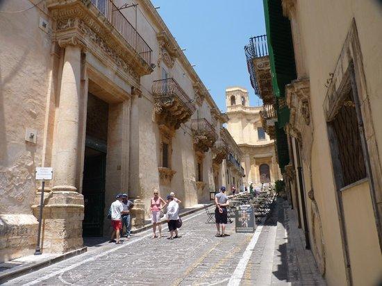 Late Baroque Towns of the Val di Noto : barocco