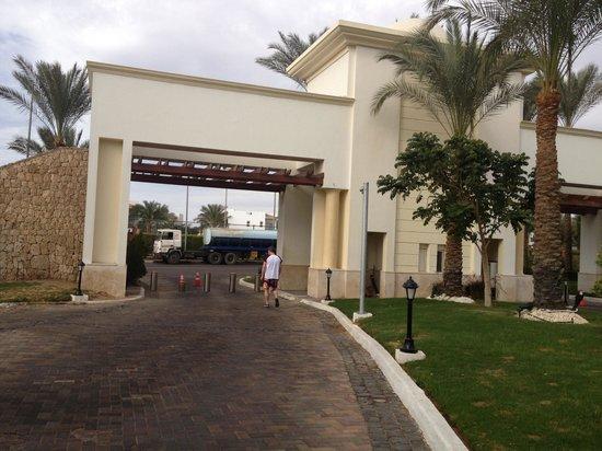 Renaissance Sharm El Sheikh Golden View Beach Resort:                   Hotel entrance