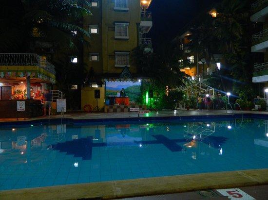 Nizmar Resort:                   dinner area in night