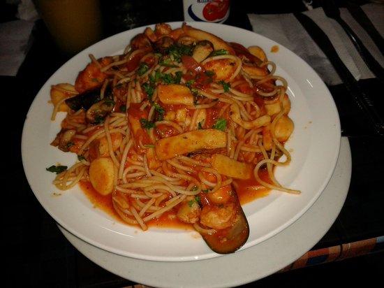 Restaurant Punto Criollo:                   PASTA CON MARISCOS, MUY BUENA, COMO PARA DOS PERSONAS
