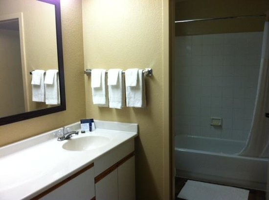 Extended Stay America - Philadelphia - King of Prussia: Bathroom