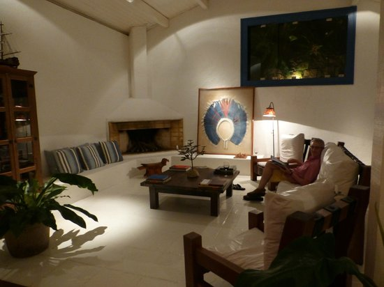 Pousada Picinguaba: The comfortable lounge and some originla art work.