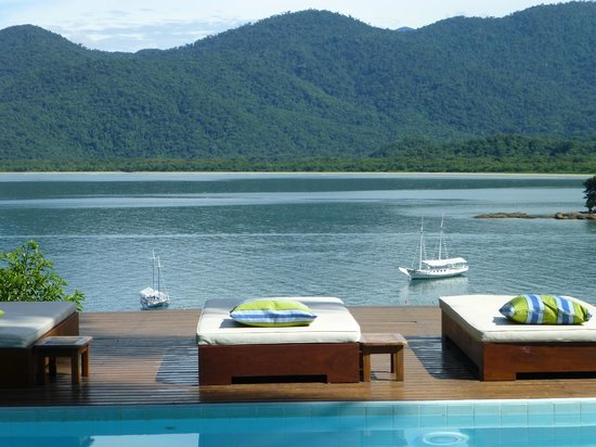 Pousada Picinguaba: The view of the bay from the pool.