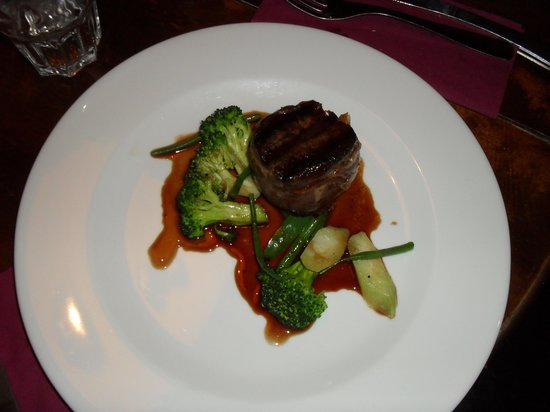 Le Vert Hotel:                   Fillet of beef with San Danielle ham and red wine sauce