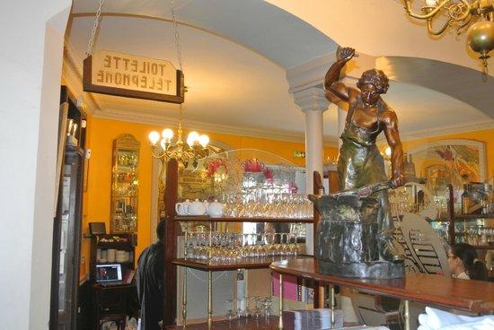 Bar Et Entree Picture Of Cafe De La Table Ronde Grenoble