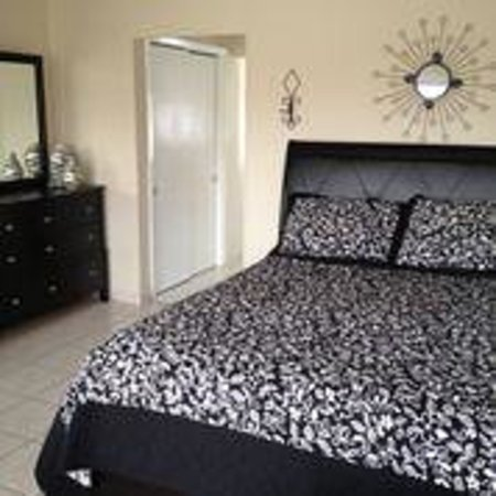 Nevada Beach Apartments - Hollywood Beach: ocean view queen studio