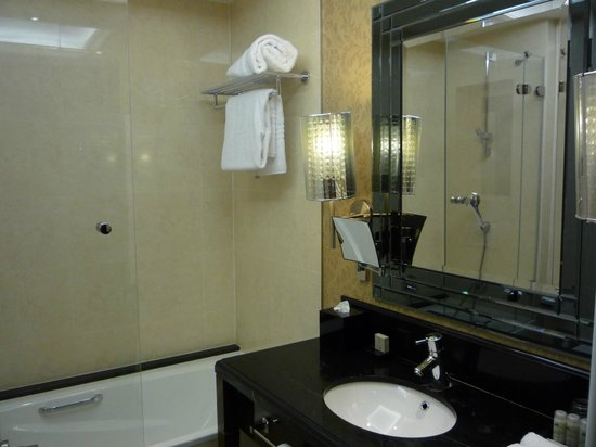 Hotel Kings Court: bathroom