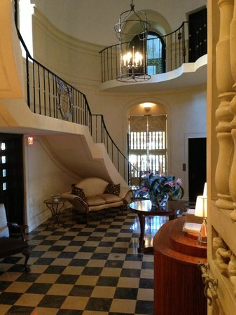 Rosewood Mansion on Turtle Creek: Restaurant and Bar  Entrance