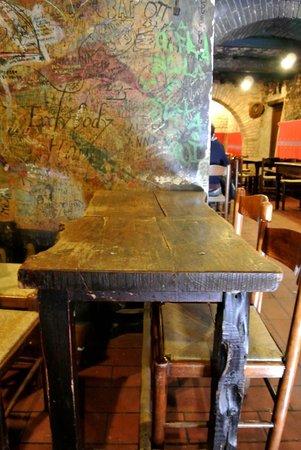 Interno del ristorante La Stalla di Fontemaggio (Assisi)