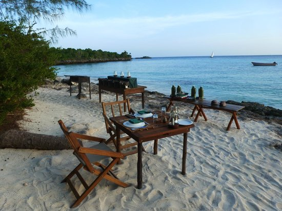 Chumbe Island Coral Park: diner on the beach