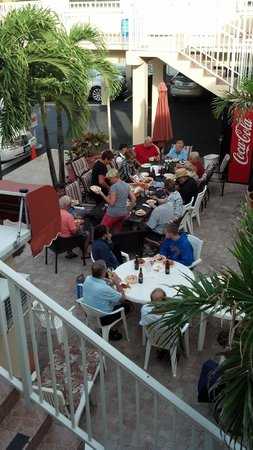 Nevada Beach Apartments - Hollywood Beach: Everyone enjoying a home made meal courtsey of Maria of Nevada Beach Apartments