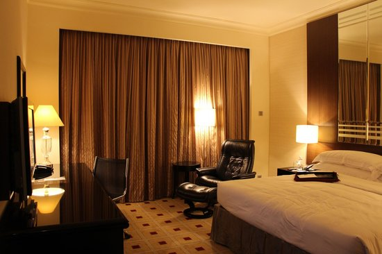 Mandarin Orchard Singapore:                   Club Room