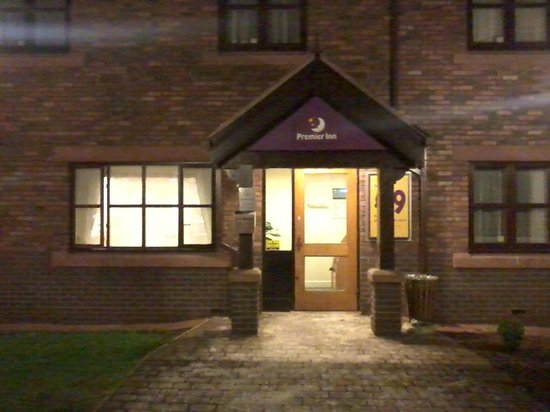 Premier Inn Carlisle Central Hotel: Always a welcoming sight no matter what the hour, a Premier Inn front door!
