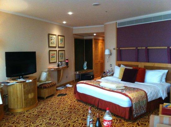 Jumeirah Beach Hotel:                   Our room -1016