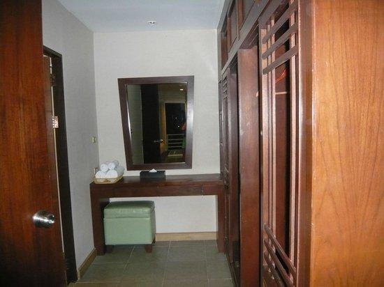 Bhukitta Hotel & Spa: wardrobes