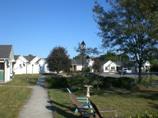 Spruce Lane Lodge & Cottages:                   Hotel grounds