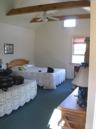 Spruce Lane Lodge & Cottages:                   Large room!