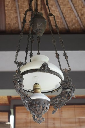 Hibiscus Cottages: Lamp on the balcony