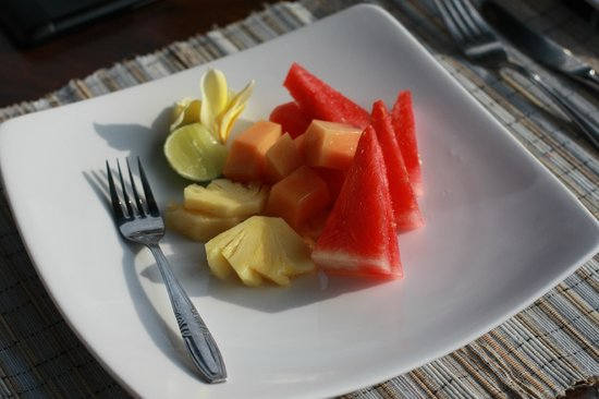 Hibiscus Cottages: Breakfast fruit