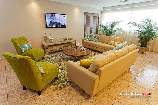 Hotel Coral Suites: Sala de estar en nuestro desayunador