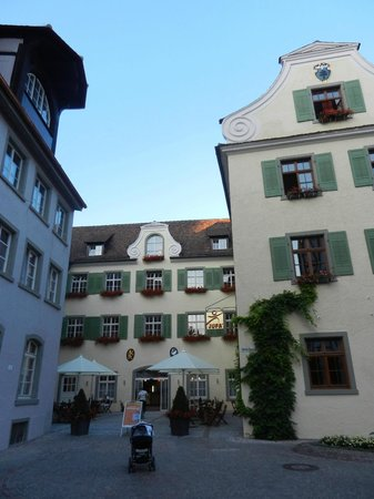 JUFA Hotel Meersburg:                   Jufa Hotel and courtyard