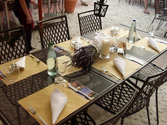 Le Case:                   tavolo