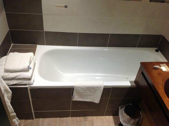 Hotel du Hameau : baignoire