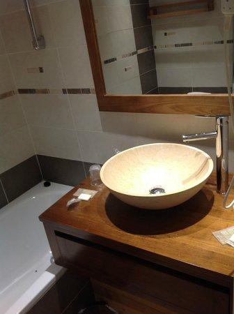 Hotel du Hameau : salle de bain