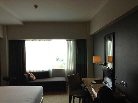 Hotel Santika Premiere Slipi:                   kamar cukup luas